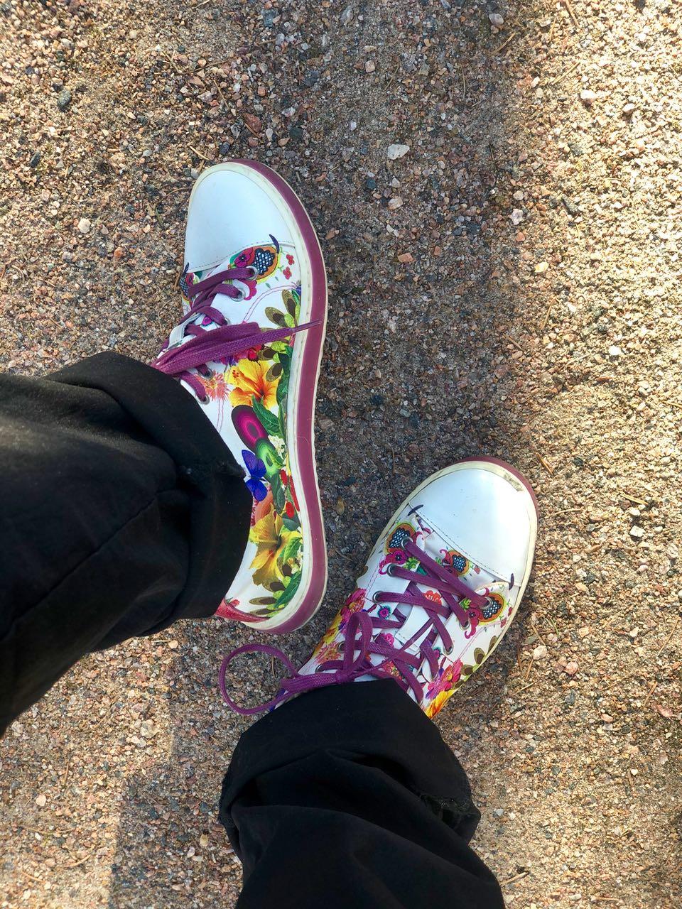 Värikkäät kengät