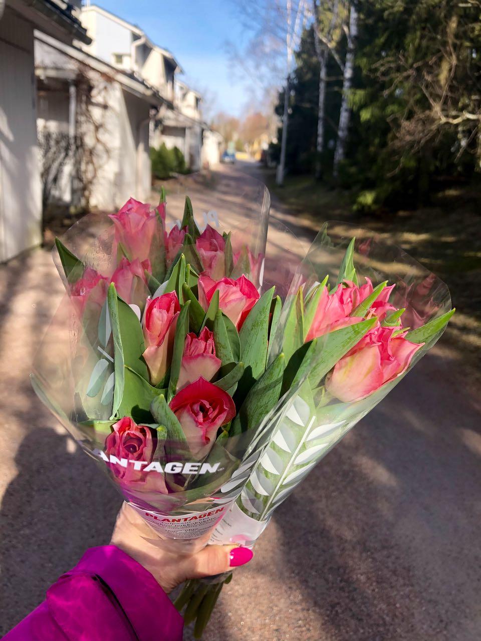 Iloa päivään kukilla